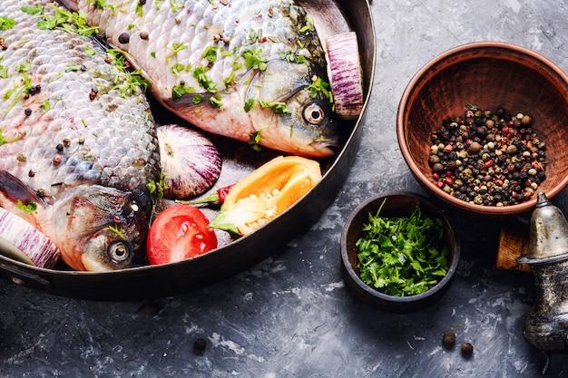 Poisson cru et ingrédients alimentaires