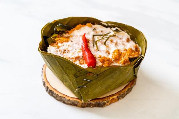 Poisson cuit à la vapeur avec pâte de curry