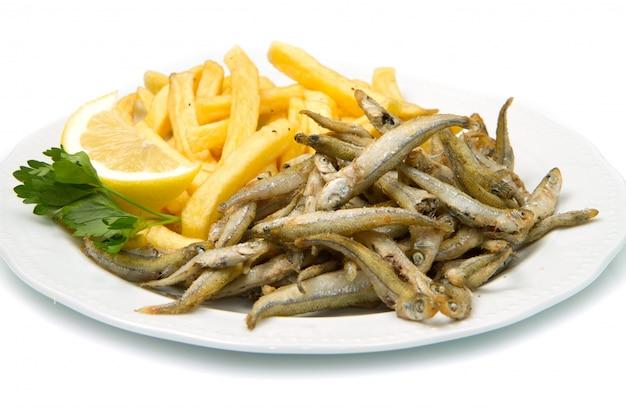 Poisson frit avec frites