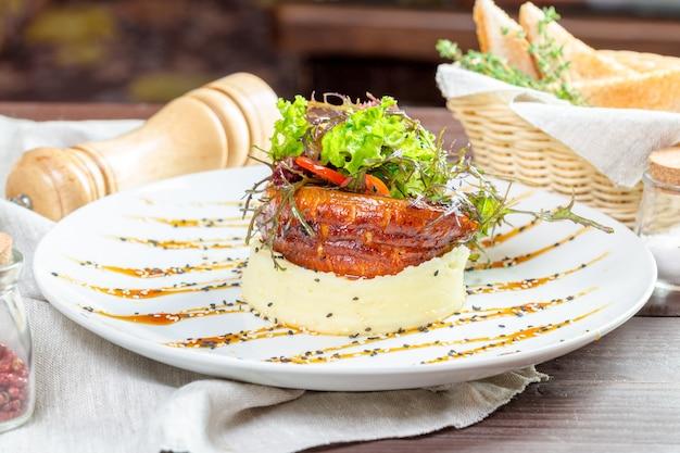 Poisson frit avec purée de pommes de terre