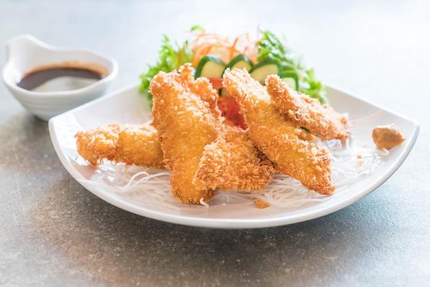 Poisson frit avec sauce tonkatsu