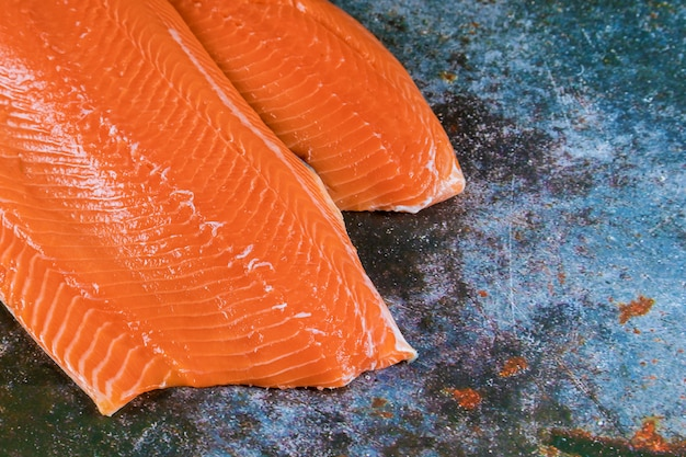 Poisson rouge de saumon cru frais