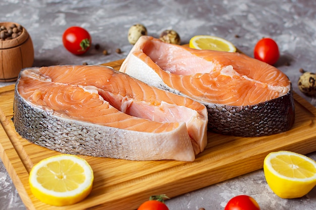 Poisson rouge saumon truite saumon cuisson steak cru