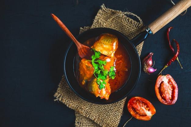 Poisson à la sauce tomate