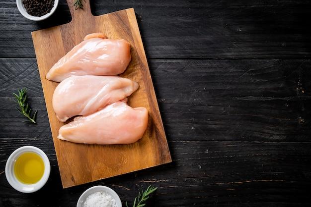 Poitrine de poulet fraîche crue