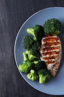 Poitrine de poulet grillée au brocoli