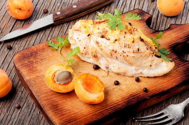 Poitrines de poulet cuites à l'abricot