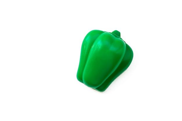 Poivre. légume en plastique jouet isolé sur fond blanc. légume en plastique pour le jeu. jouer au magasin pour enfants.