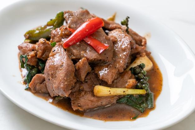 Poivre noir sauté au canard - style cuisine asiatique