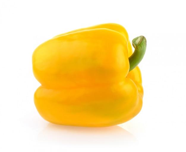 Poivron jaune sur blanc
