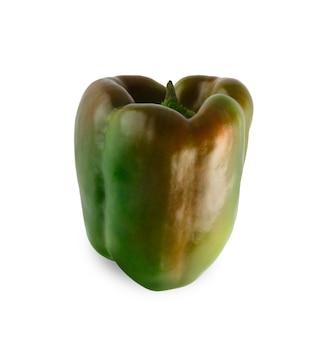 Un poivron vert mûr isolé. image gros plan du légume idéal avec pédoncule frais, des aliments biologiques naturels sains