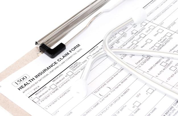 . police individuelle d'assurance maladie avec stéthoscope