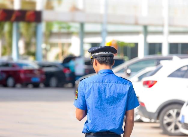 Policier dans les rues en chine.
