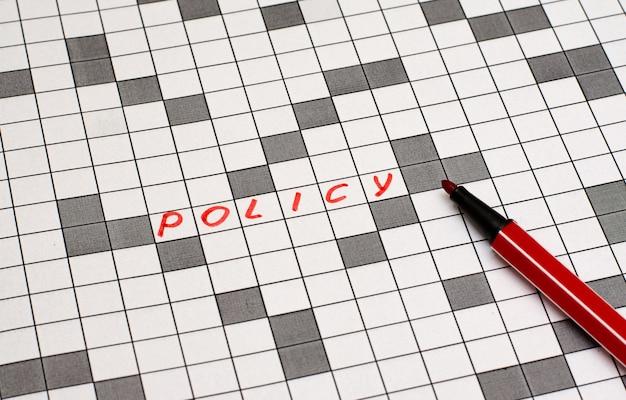 Politique. texte en mots croisés. lettres rouges