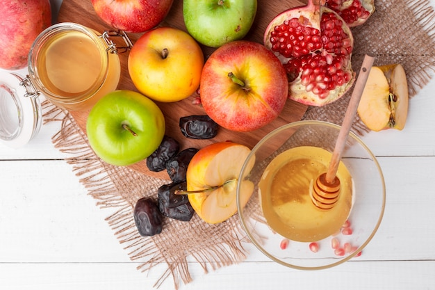 Pomme et miel, nourriture traditionnelle du nouvel an juif - rosh hashana.