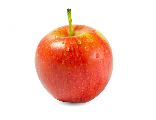 Pomme rouge fraîche isolée sur blanc. gros plan de apple.