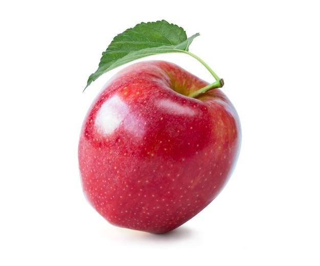 Pomme rouge fraîche isolée