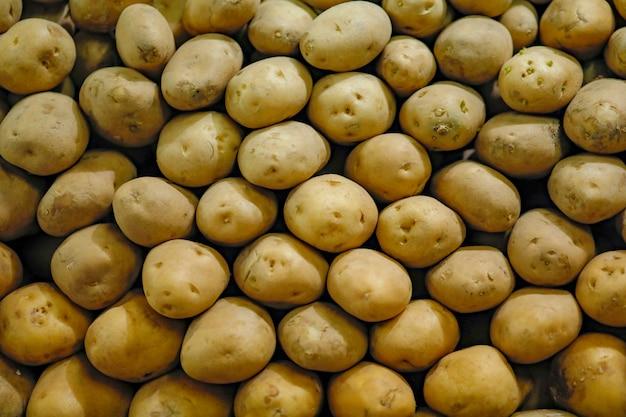 Pomme de terre dans le panier