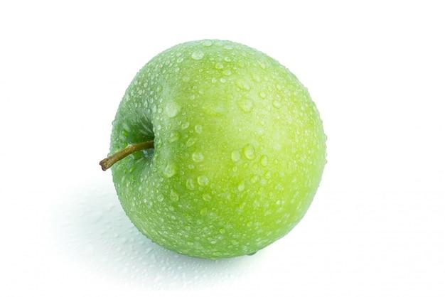 Pomme verte sur fond blanc