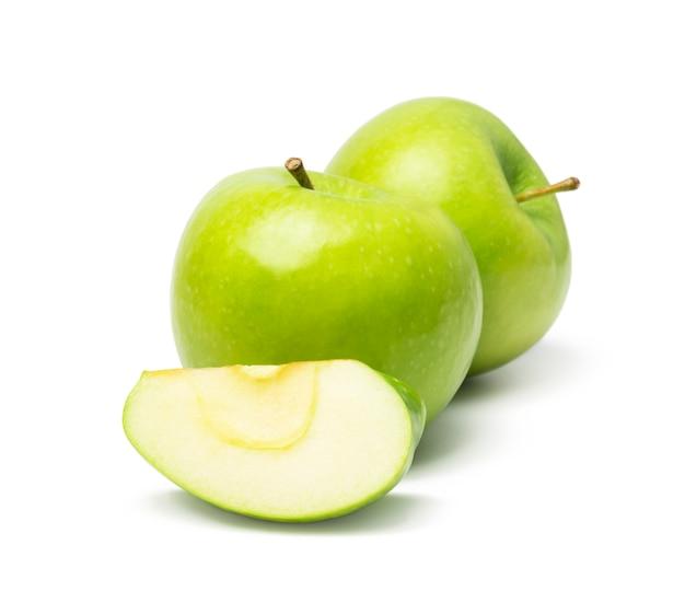 Pomme verte isolée sur fond blanc