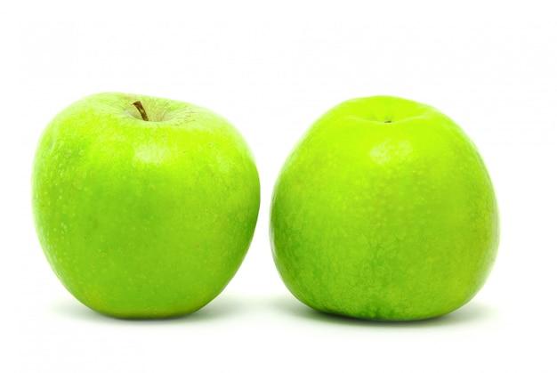 Pomme verte, isolée sur fond blanc