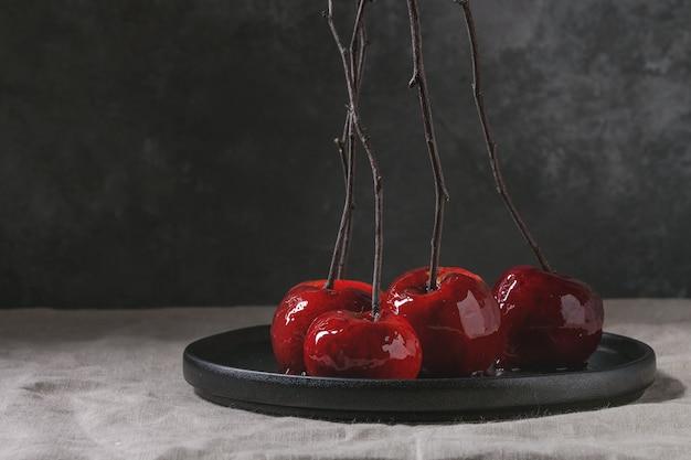 Pommes au caramel rouge
