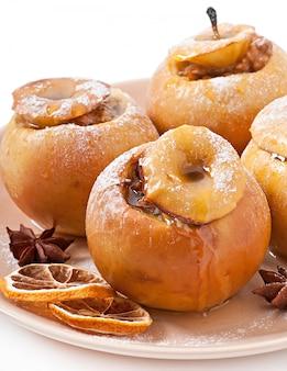 Pommes au four au miel et aux noix