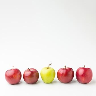 Pommes copiées alignées