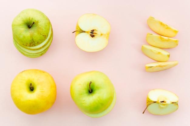 Pommes entières et coupées
