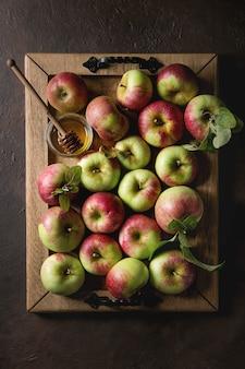 Pommes de jardinage mûres