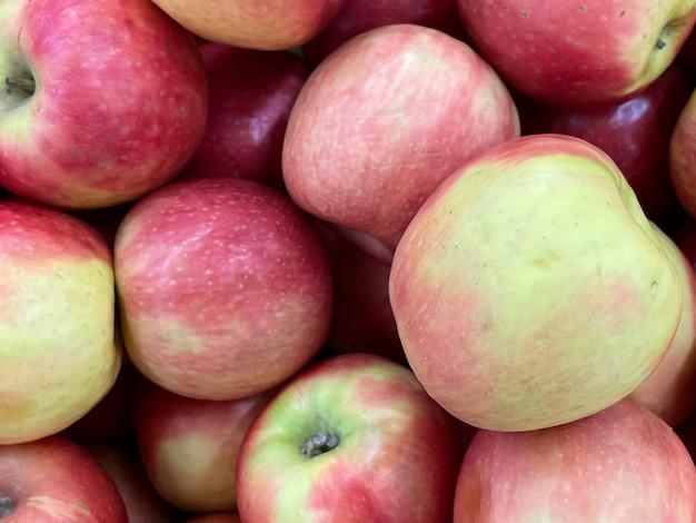 Pommes rouges de fond bouchent