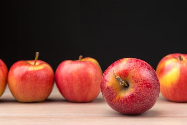Pommes rouges fraîches