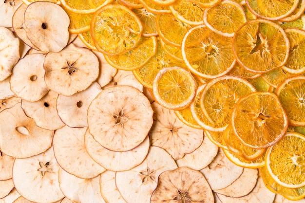Pommes séchées et chips de fruits orange