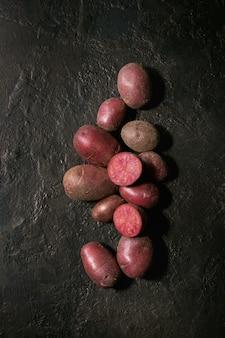 Pommes de terre crues lilu rose