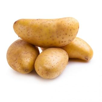 Pommes de terre fraîches isolés sur fond blanc.