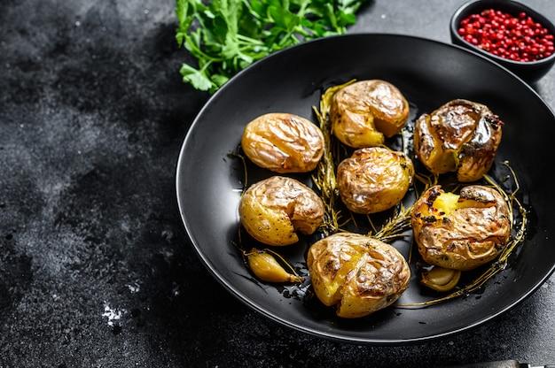 Pommes de terre grelots rustiques au four au romarin