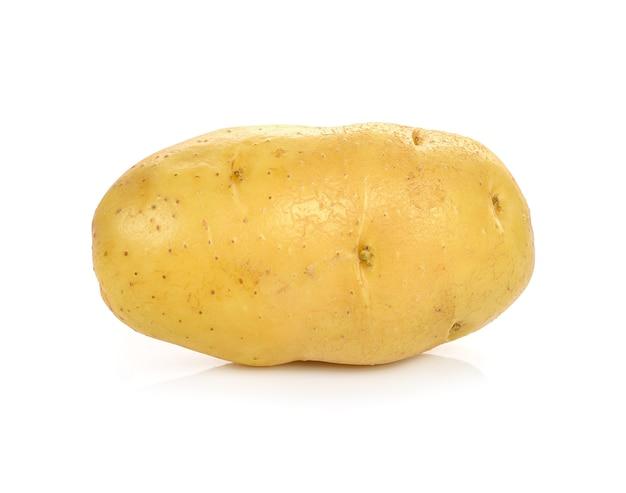 Pommes de terre isolés sur fond blanc