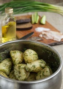 Pommes de terre nouvelles bouillies aux herbes