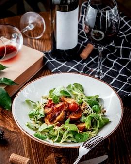 Pommes de terre sautées aux légumes frais et vin rouge