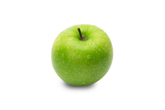 Pommes vertes entières mûres isolés sur blanc avec un tracé de détourage