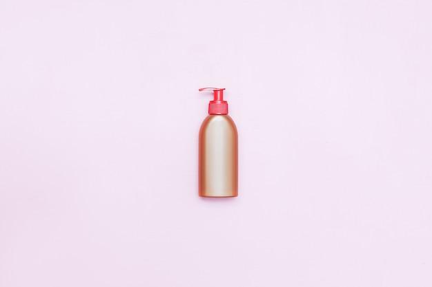 Pompe de bouteille en plastique avec liquide cosmétique, savon ou shampoing, gel.