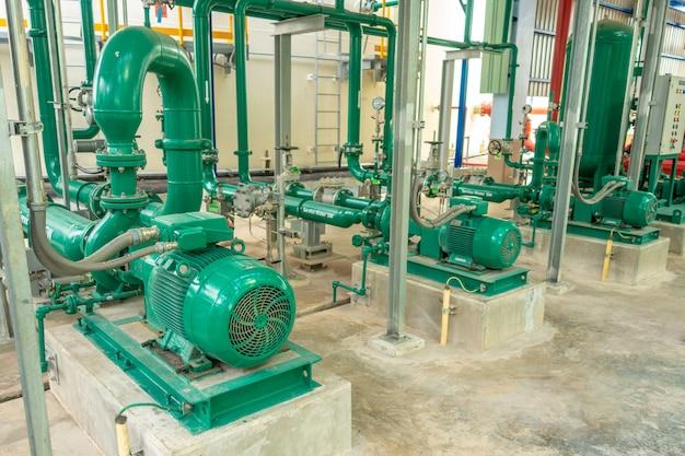 Pompe et canalisations en acier pour l'eau de service dans la zone industrielle