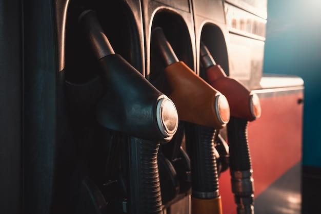 Pompe de station-service ravitaillement des voitures