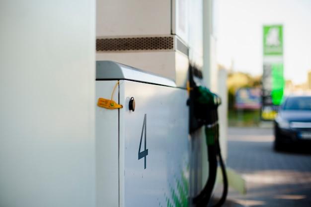 Pompes à vue latérale pour recharge de voiture