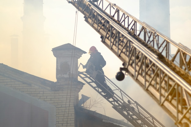 Pompier au travail