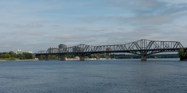 Pont alexandra sur la rivière des outaouais, ottawa, ontario, canada