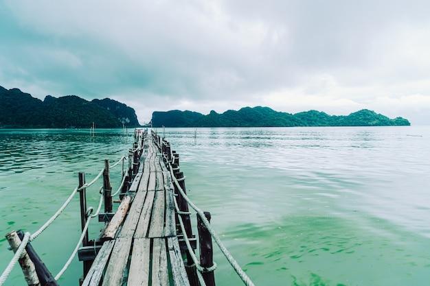 Pont en bois attalet bay à khanom, nakhon sri thammarat