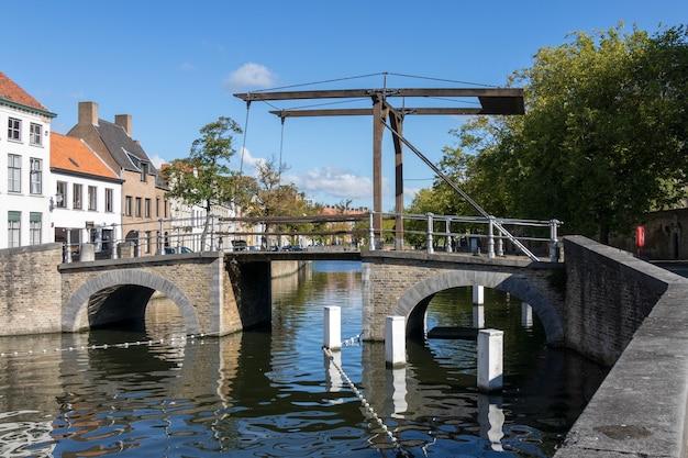 Pont sur un canal à bruges
