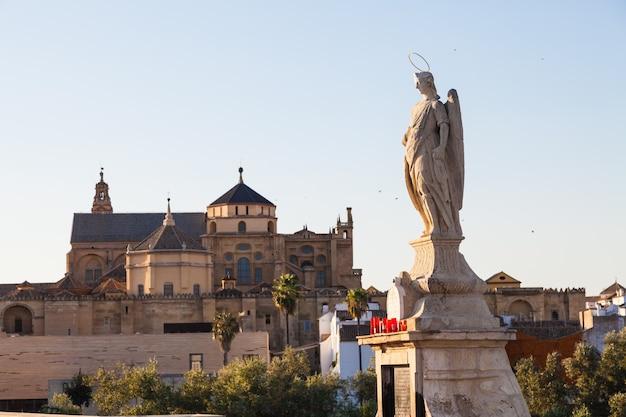 Pont de cordoue en espagne - détail de statue catholique