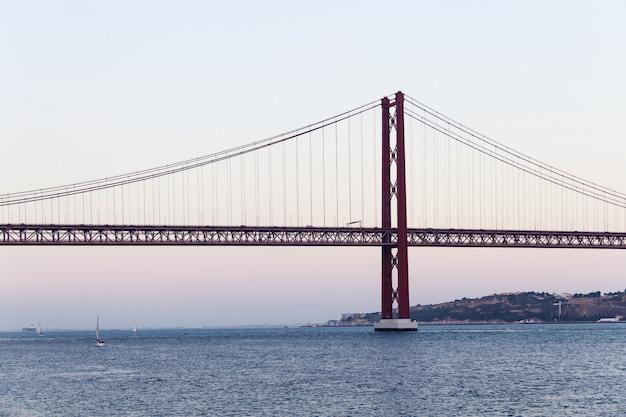 Le pont du 25 avril à lisbonne